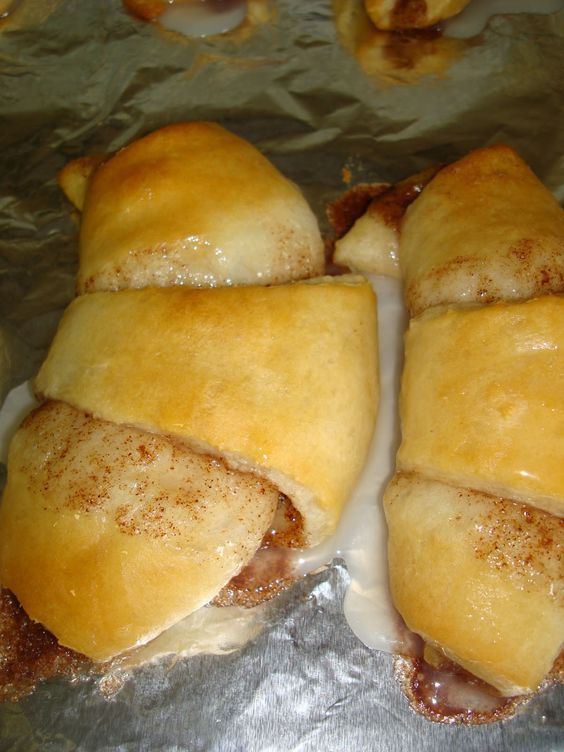 These are so awesome and easy! Cinnamon Roll Crescents