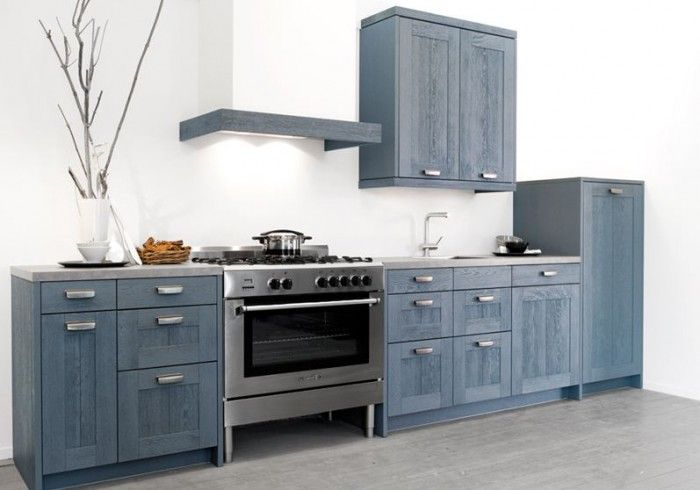 Blauwgrijze keuken van hout