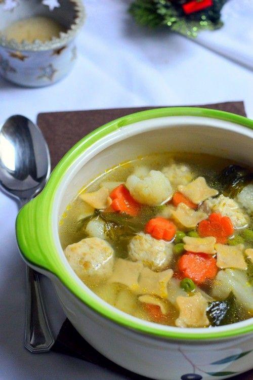 Húsgombócos zöldségleves tésztával recept