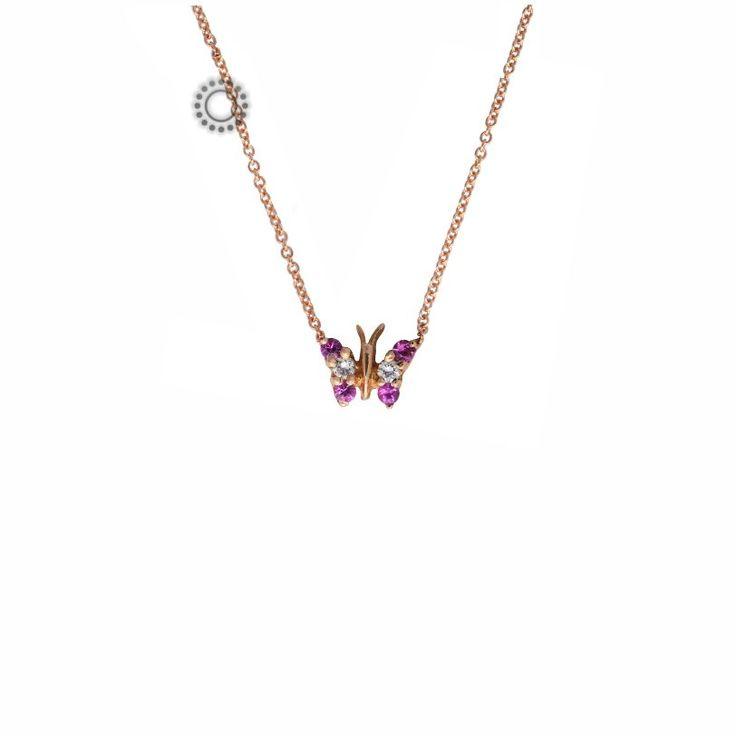 Μικρό και πολύτιμο κολιέ πεταλούδα από ροζ χρυσό Κ18 με 2 λευκά διαμάντια και 4 ροζ ζαφείρια πολύ λεπτά καρφωμένα στα φτερά της και ενσωματωμένη αλυσίδα λαιμού   Κοσμήματα ΤΣΑΛΔΑΡΗΣ στο Χαλάνδρι #πεταλούδα #διαμάντια #ροζ #κολιέ
