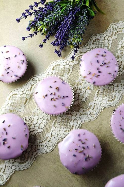 THOSE ARE NOT ANTS, BUT LAVENDER BITS! SO, PLEASE HAVE ONE!!!