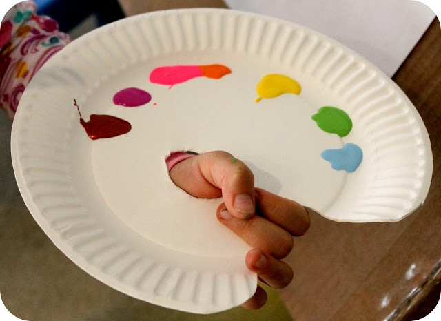 dyi painter's palettes out of paper plates!