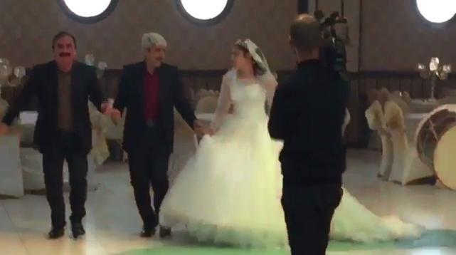 Türkiye – Batman merkeze bağlı bir köyde muhtarlık yapan '4 eşli' olduğu belirtilen ve 30'a yakın çocuklu 68 yaşındaki M.S.Ö., 5'inci 'evliliğini' 19 yaşındaki