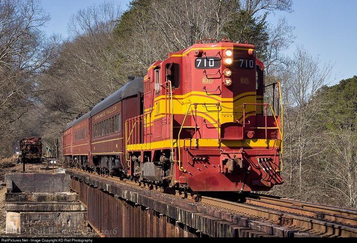 NCStL 710 Nashville, Chattanooga & St. Louis EMD GP9 at