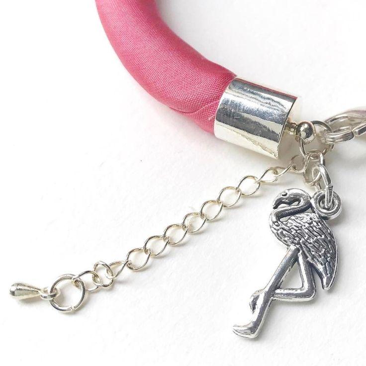 Flamingo charm on pink silk bracelet. #jewelry #bracelet #flamingo #trendy #accessory #etsyseller #etsyshop #birddesign #flamingopink #magyardivat #ikozosseg #minimalist #karkötő