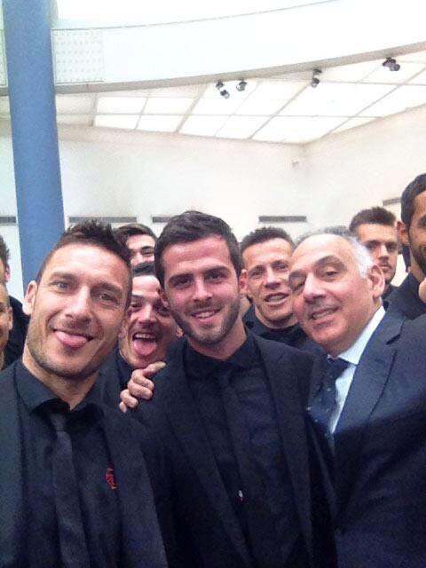 As Roma Nel Cuore AS ROMA Selfie ^^, Totti, Pjanic, AS Roma president James Pallotta ... Daje Roma Daje!