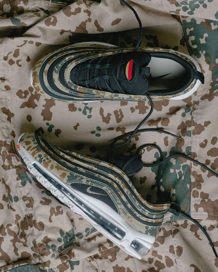 Nike round off a year of heat Air Max 97 releases with the Country Camo pack. For the December release Nike have allocated and deployed country specific, military inspired SKUs of arguable this year's standout runner. Three iconic camouflages have been used across the pack, DPM Disruptive Pattern Material (🇬🇧) CEC Camouflage Europe Centrale (🇫🇷) and Tropentarn (🇩🇪). Each SKU comes with a removable Vecro flag and will ONLY be released in their respective countries. Meaning you can only…