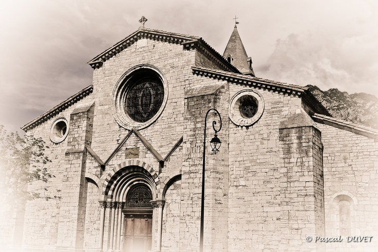 Ancienne cathédrale du XII°, Notre Dame des Pommiers à Sisteron - Alpes de Haute Provence 04