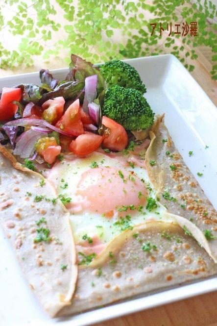 ローラのInstagramでも度々登場しているフランスの家庭料理のガレッド。お家でできるガレットの基本の作り方から、おすすめのレシピをご紹介します♡