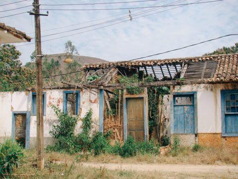 valenca-rio-de-janeiro-brasil-cidade-fantasma-ruinas