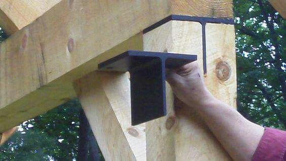"""Detalle en """"T"""" de acero de 1/2 de pulgada y alma de 1/4 de pulgada para unión entre viga de madera y polín de madera."""
