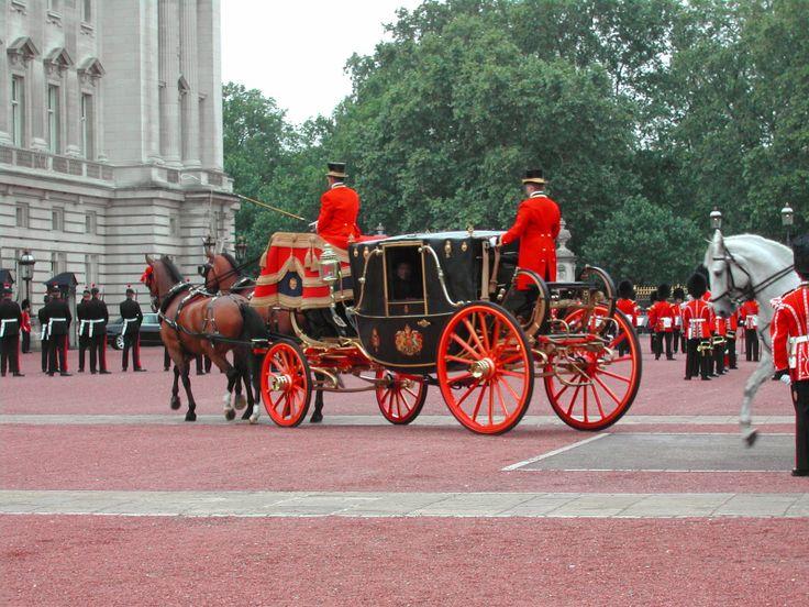 #BuckinghamPalce, #Carriage #London