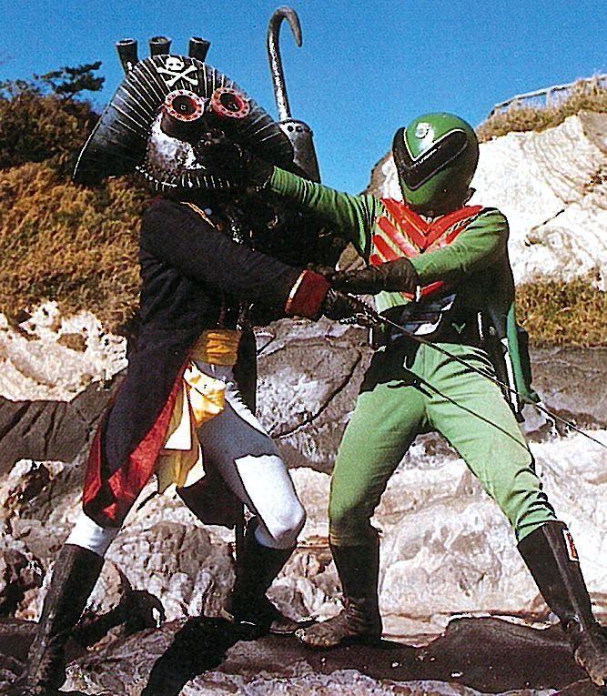 Midorenger (Green Ranger) vs Pirate Mask from the Japanese TV-Series Gorenger (1976)