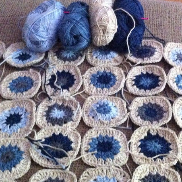 Catania Denim crochet squares. I see a pillow in my future...#weekend #home #crochet #ganchillo #cataniadenim