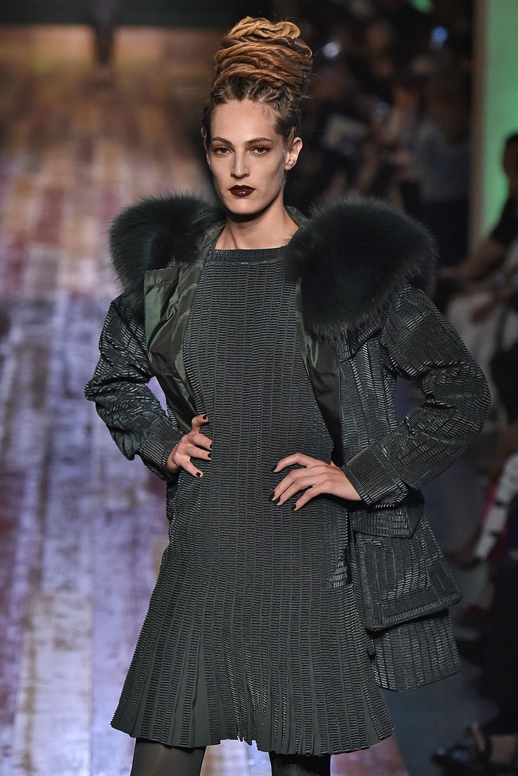 Jean Paul, Paris.  #fur #fashion #hautecouture #AW16