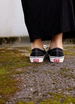 Kaufe meinen Artikel bei #Kleiderkreisel http://www.kleiderkreisel.de/damenschuhe/turnschuhe/143912707-vans-authentic-turnschuhe-zum-schnuren-in-schwarz-und-weiss