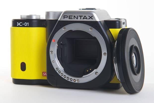 Acabei de ver esta Pentax K-01 na edição de Abril da Monocle. Coisa mais gira! Grava vídeo em full HD.