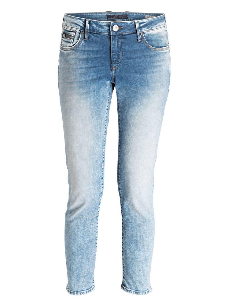 Die Jeans SOPHIE  für Damen von mavi sorgt für einen trendigen Look. Das Bein ist schmal geschnitten und zeichnet eine moderne Silhouette in Ihren Auftritt, während die toughe Waschung einen relaxten Akzent besitzt. Mit Sweater und Sneakern genießen Sie Ihren Spaziergang durch die City!Details:Passform laut Hersteller: SkinnyLeibhöhe laut Hersteller: Mid RiseSchmales, gerades BeinZip-Fly-Verschluss5-Pocket-StyleUsed-LookMünzfach mit ReißverschlussMaße bei Größe 27:Bundweite: 76 cmVord…