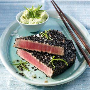 Thunfisch in Sesamkruste mit Avocado-Chili-Dip