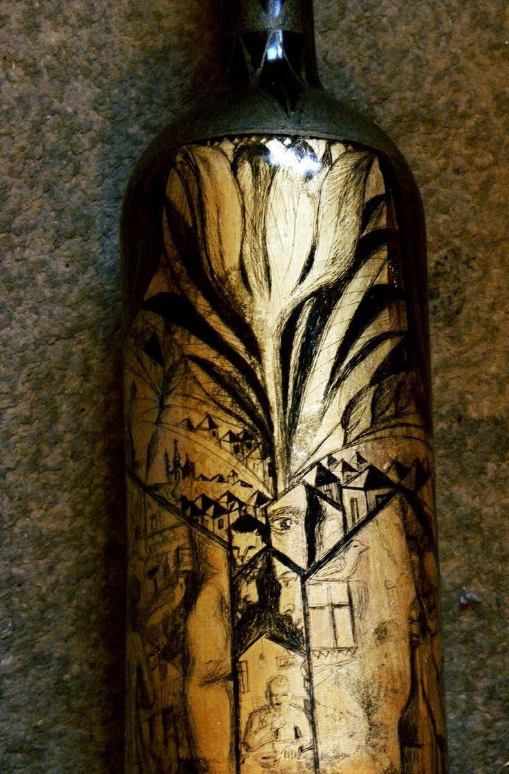 Sticla cu horinca de pere, facuta de Emil din Valcea, din Vima Mica, Maramures, (sticla gravata, schlagmetal gravat.)