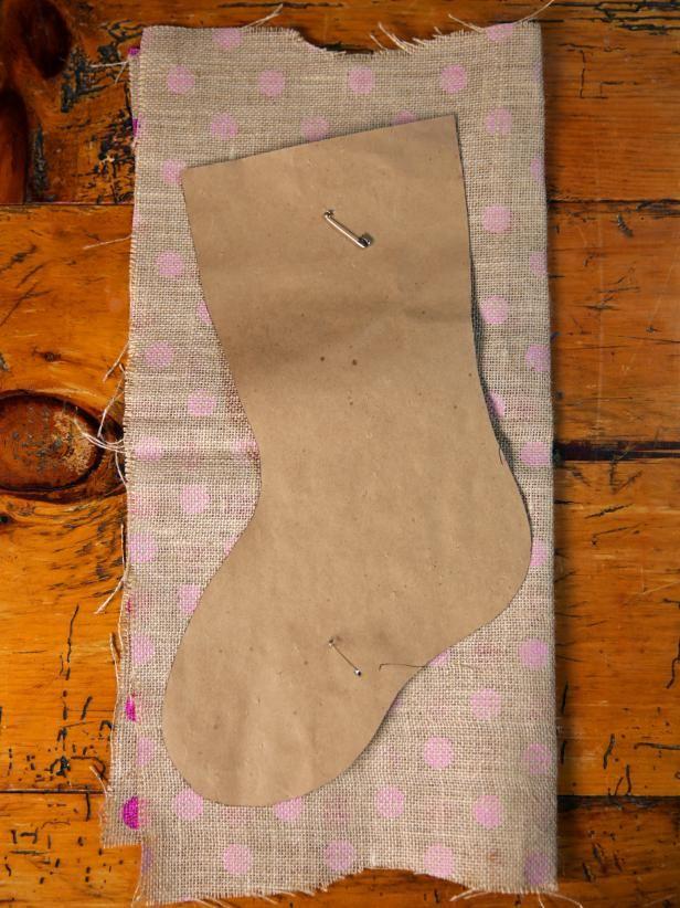 How to Make a No-Sew Burlap Christmas Stocking | how-tos | DIY