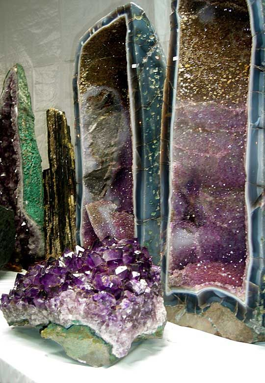 Formations from Brazil ~ This is so cool! You can see Citrine at the top, Amethrine in the middle & Amethyst on the bottom! <3!