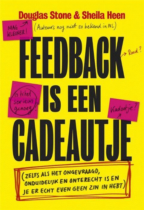 Feedback is een cadeautje  Eigenlijk is het leven een grote feedback-sessie: elke dag krijgen we (vaak ongevraagd) advies en kritiek van vrienden familie collegas klanten bazen leraren artsen en huisdieren. We weten dat het goed is om naar feed- back te luisteren en er iets mee te doen maar we leggen het vaak naast ons neer of herkennen het uberhaupt niet. Feedback is een cadeautje is het eerste boek dat focust op het ontvangen van feedback. De auteurs laten zien hoe je jezelf kunt trainen…