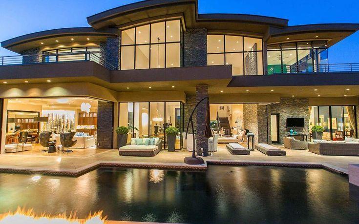 Celebrity Homes: Penn Jillette's Las Vegas New House | #celebritiesathome #celebrityhousepictures #starshomes | See also: http://www.celebrityhomes.eu/
