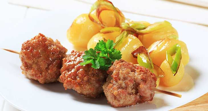 Italian Meat Ball Kebabs Filled with Mozzarella