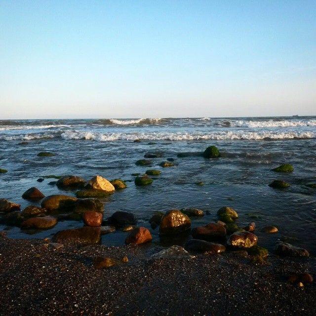 La #luz se aleja y da paso a #imágenes como ésta...#puesta #sol #mar #piedras #Torreon #Benicassim #Benicàssim #paraiso #Benicassimparaiso #benilovers #Benicasim #Sunset #Mediterraneo #playa #rocas