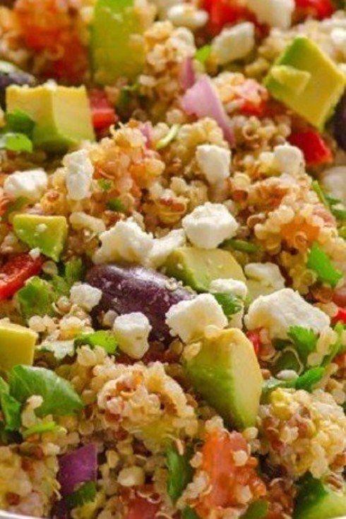 Ensalada de quinoa mediterránea.   25 Recetas de divinas ensaladas que vas a querer hacer durante todo el año