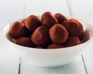 Truffes au chocolat sans beurre : http://www.fourchette-et-bikini.fr/recettes/recettes-minceur/truffes-au-chocolat-sans-beurre.html
