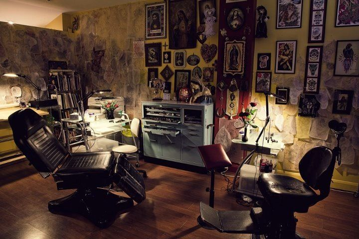 Tattoo parlor tattoo parlor interior pinterest for Tattoo shops in london