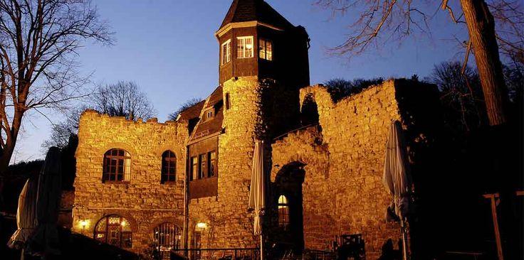 Burg Altrathen angeleuchtet