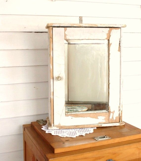 Vintage Shabby Chic Medicine Cabinet Rustic Woodland Farmhouse by  Leeleescloset. Best 20  Vintage medicine cabinets ideas on Pinterest   Farmhouse