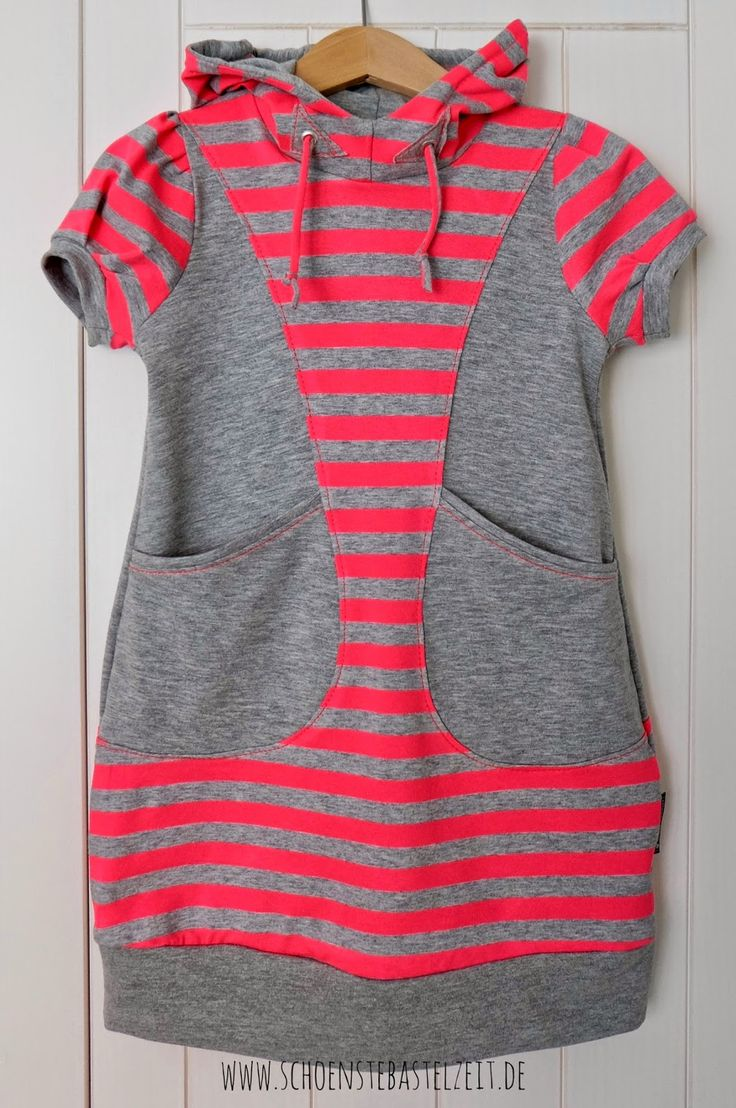 Ein Benta-Kleid aus grau-neonpink gestreiftem Stoff - genäht von (c) www.schoenstebastelzeit.de