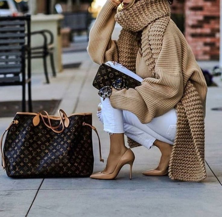 Neutral tone women outfit