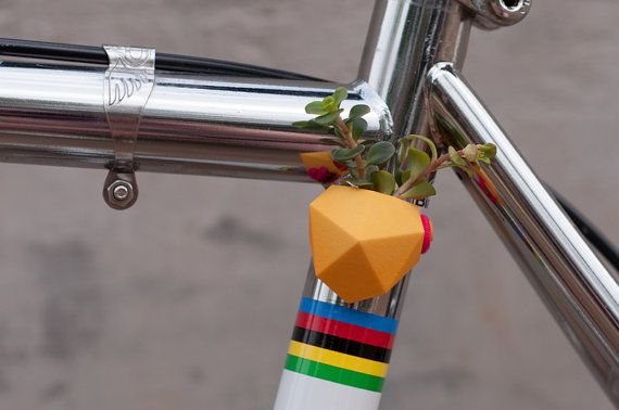 Plantador de bicicleta geométricas, en color amarillo brillante: Wearable Planter