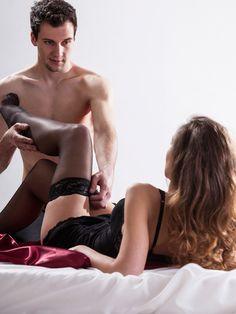 Verruchte Liebesspiele mit Fesseln und viel PhantasieLiebesspiele für Fortgeschrittene: Erotische Spiele wie Fesseln, Kitzeln oder