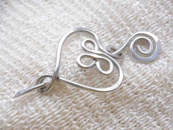 Grote Keltische Hart vormige Broche Aluminium door RebbeltjesTouch