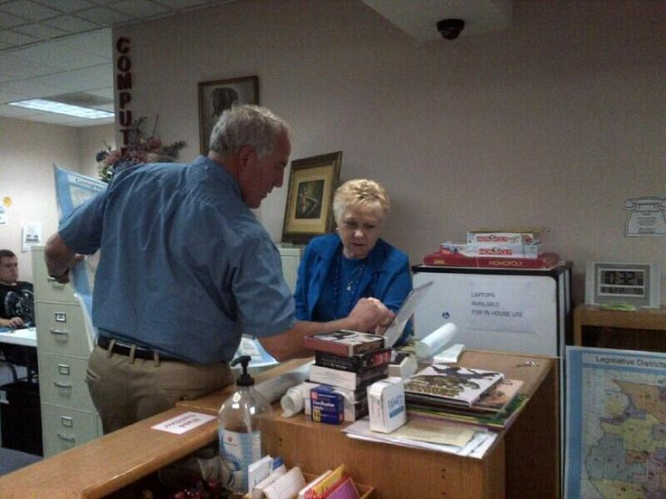 Rep. John Shimkus, R-Ill., (@RepShimkus): This AM I visited the Eldorado library & met with librarian Brenda Funkhouser. pic.twitter.com/Lb1niXKz1S
