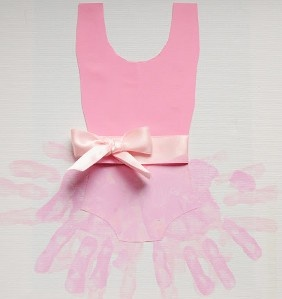 How precious is this handprint craft for kids to make? Hang it in a little girl's room!  I have a little girl In my class that would love this!  All she talks about is Angelina ballerina lol