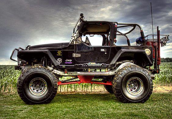 RECICLAR NÃO É GASTO, MAS INVESTIMENTO  Este Jeep é um ótimo exemplo de customização bem feita, capaz de agregar bom valor a um veículo usado nessa categoria.  Trata-se de um Wrangler, impossív…