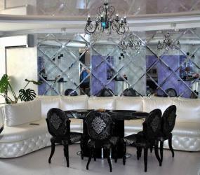 Зеркальная плитка с фацетом в гостиной