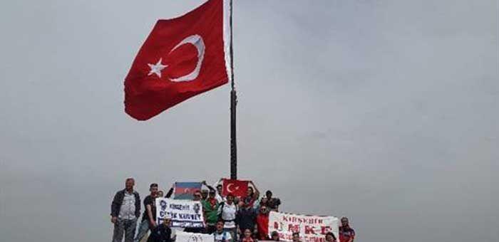 Dağcılar Şehitler Anısına Türk Bayrağı Dikti