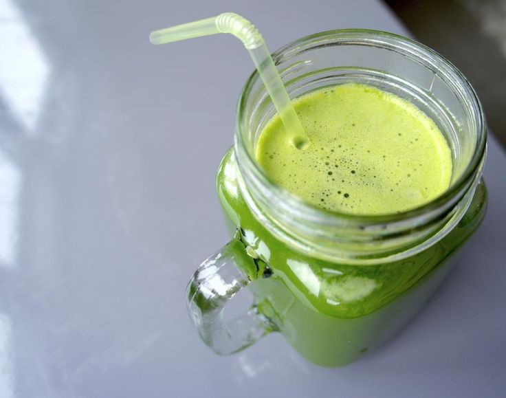Cucumber Spinach Apple Juice with lemon, parsley and ginger
