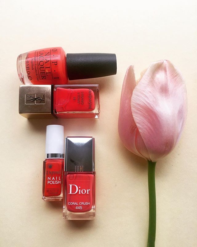 BEAUTY. Korall-crush! Våren är här och den inviger vi med säsongens finaste korall-lack. Våra favoriter? Se link i bio till elle.se. #opi #dior #ysl #depend  via ELLE SWEDEN MAGAZINE OFFICIAL INSTAGRAM - Fashion Campaigns  Haute Couture  Advertising  Editorial Photography  Magazine Cover Designs  Supermodels  Runway Models
