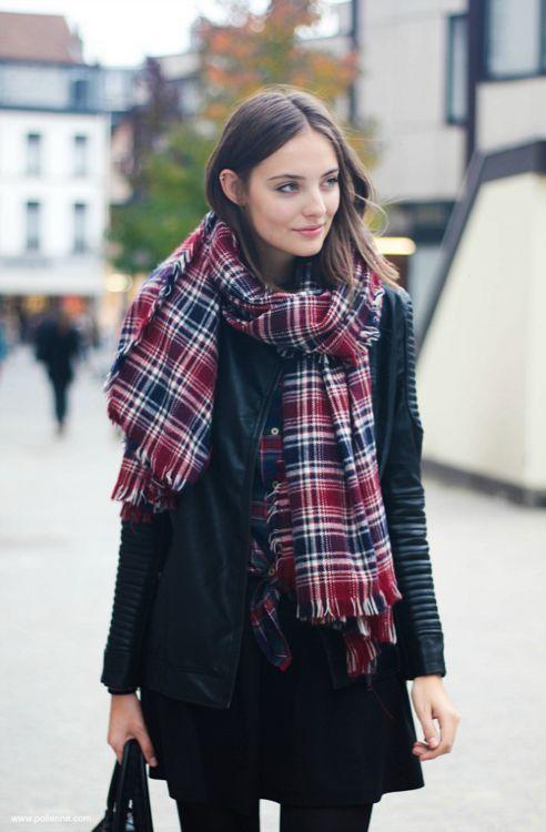 Street style:plaid scarf