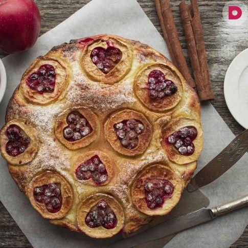 Шарлотка по-советски – это простой бисквит и нарезанные яблоки.  Предлагаем…