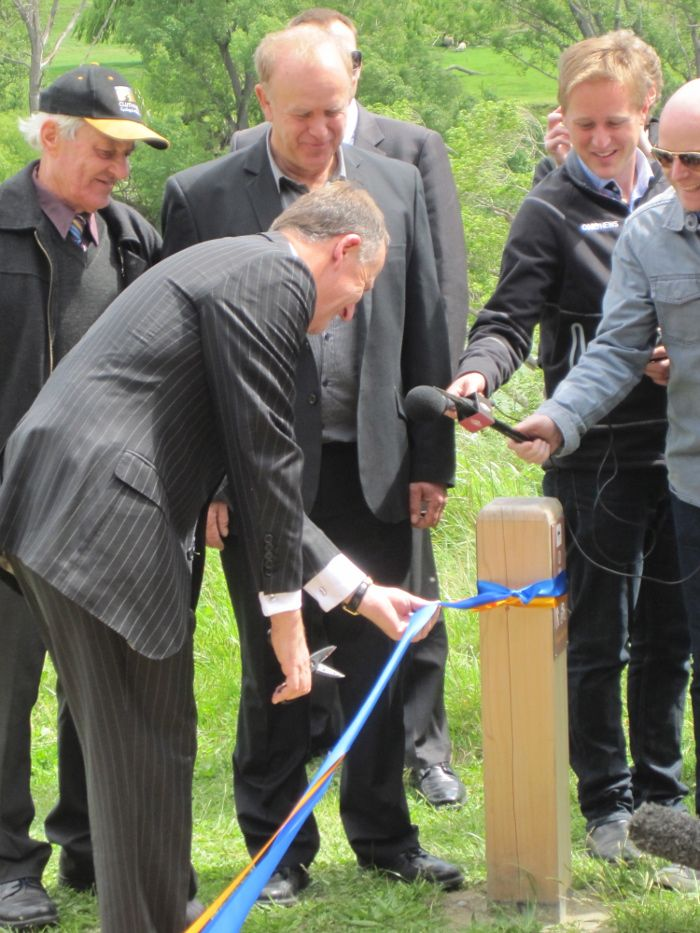 Its open!  John Key at a ceremony at Commissioners Flat, Roxburgh officially opened the Clutha Gold and Roxburgh Gorge Trails. http://www.centralotagonz.com/clutha-gold-trail